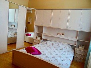 ★KievHome★2-bedroom★Apart near Kreshatik and Maidan★