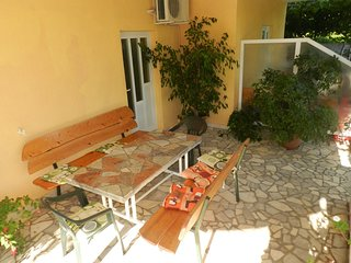 Cozy apartment in the center of Stankovici with Parking, Internet, Terrace