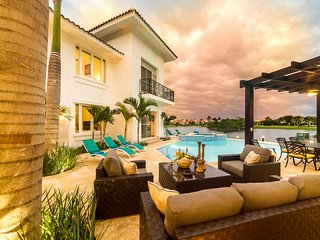 Punta Cana Bachelor Party 8BR Golf-Lake Luxury Mansion PRICE MATCH