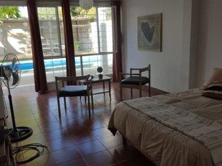 Amplia casa con piscina con ubicacion privilegiada