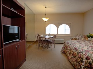 Carriage House Country Club Studio Suite 26