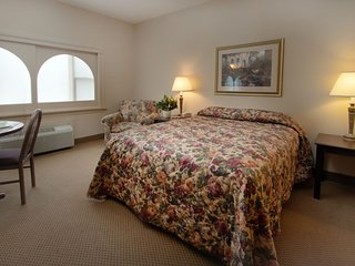 Carriage House Country Club Studio Suite 6