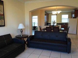 8 guests,Three bedroom like new condo,