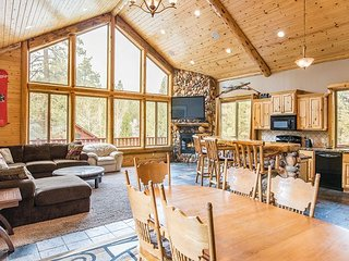 Spacious Stony Creek 6BR w/ 3 Fireplaces, Gourmet Kitchen & Game Room