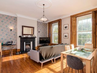 Stylish 1BR Home near Greenwich (4 guests)