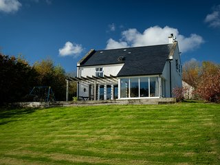 Shamrock Cottage lakeside holiday home, Ireland