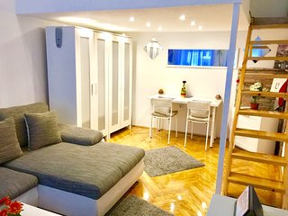 Best deal-downtown apartment with free wi-fi and..