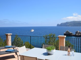 Ca'n Dofí, a spectacular sea front house with direct access to the sea at Cala D
