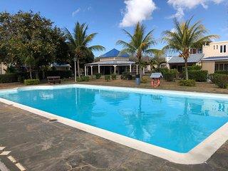 Bungalow dans residence securisee avec piscine et tennis