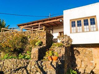 Casa Rural 'Geranios Rojos' - Terraza, Naturaleza, Chimenea, Vistas