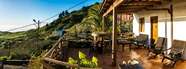 """Terrace with Views - """"Geranios Rojos"""""""