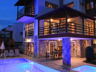 6 Bedrooms Detached Villa With Private Pool