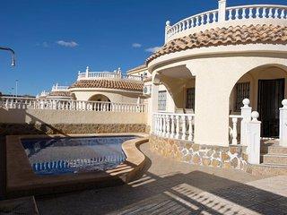 Casa de Rojos, Private pool, sleeps 8, 3bed 3bath, Family Villa,Golf, Beach.