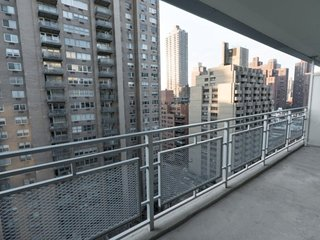 16KW-UES-2BR-2BA APT-CITY VIEWS-GYM-POOL