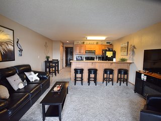*ALL NEW* -Free WIFI- Water Front*Next to Pool*1 Bed/1 Bath - Sleep 4  Overview