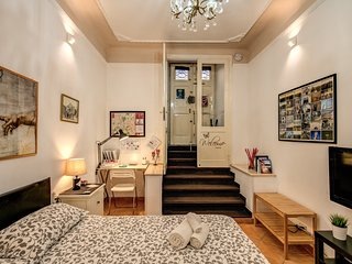 Central charming Apartment for couples close to underground-Coppedé district