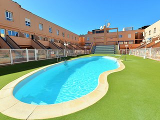 Duplex Apartment La Molina- pool/wifi/tv channels/100 meters from the sea