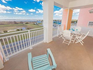 3 bedroom luxurious condo on the beach with breath-taking bay views!