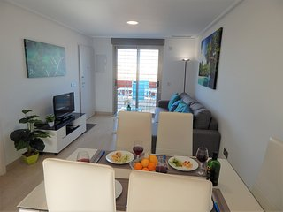 Luxury modern apartment 4 minute walk to the sea