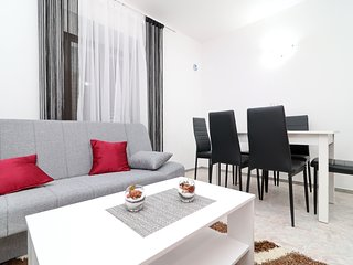 Apartment Česvinica Ston-Three Bedroom Apartment with Terrace