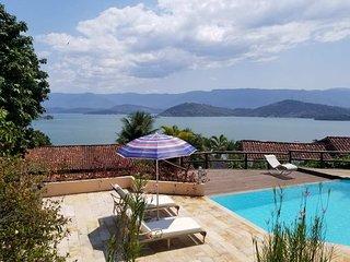Vista paradisiaca, com tranquilidade e  muitconforto, perto do mar e da montanha