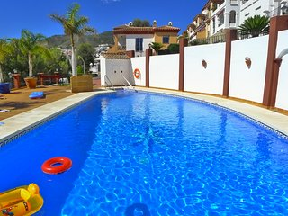 Modern Holiday Townhouse close to Burriana Beach with FREE wifi, A/C - R1086