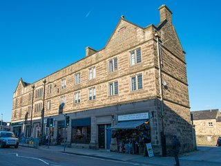 Central Bakewell, Peak District Nr Sheffield - Sleeps up to 10 - WIFI + Netflix.