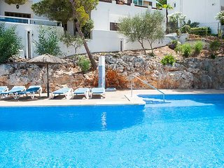 2 bedroom Apartment with Pool and Walk to Beach & Shops - 5000860