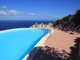 Spacious house very close to the centre of Costa Paradiso with Parking, Washing