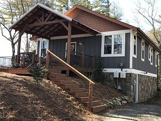 Elkhorn Cottage. 2.5 miles from Blowing Rock, Long Range views, Pet Friendly