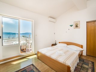 Cozy apartment in the center of Gradac with Internet, Air conditioning, Balcony