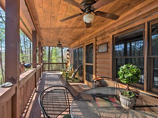 Ellijay Cabin w/HotTub in Chattahoochee Ntl Forest
