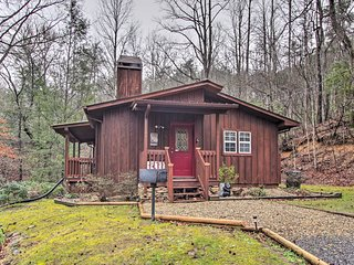 Pet-Friendly Gatlinburg Cabin w/ Private Hot Tub!