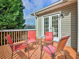 NEW! Jonesboro House w/ Deck 20 Minutes to Atlanta
