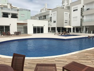 Luxury apartment one block from the beach with pool, barbecue and gym