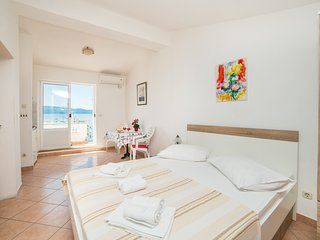 Cozy apartment in the center of Gradac with Internet, Washing machine, Balcony