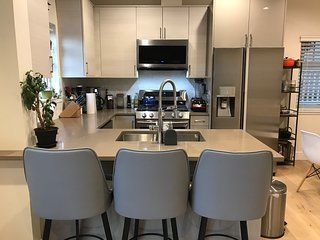 $3150 (monthly) East Van 2-Bedroom Furnished Detached Home, Feb 1 - May 31