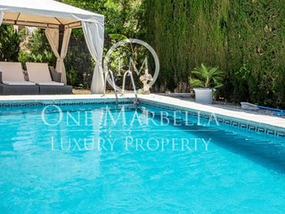 Luxury 5 bed villa, with private pool and garden. Only 5km from Puerto Banús.