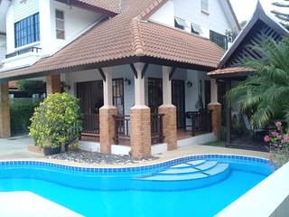 4 Bedroom House & Private Pool - Pattaya