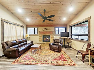 Fall Savings! Chic Rocky Mountain Gem! Brand-New 3BR w/ Deck on Crystal River