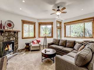 Newly Updated 2000-Square-Foot Townhome w/ Hot Tub - Near Skiing & Golf