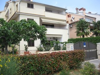 Stanga Apartment Sleeps 6 with Air Con - 5758505