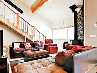 Heart of Mammoth Lakes 2BR w/ Pool, Hot Tub & Sauna - 50 Ft to Free Shuttle