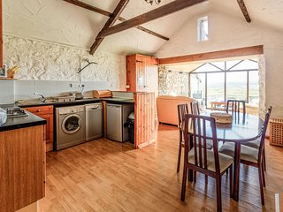 Horseshoe Cottage - 3 bedroom cottage on a farm, enclosed garden. Dogs welcome.