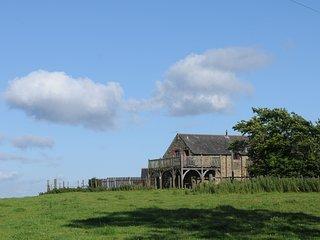 Hayloft - Hayloft - 2 bedroom barn on a farm,  oak balcony with stunning views.