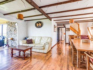 The Old Schoolroom - 4 bedroom cottage on a farm, enclosed garden. Dogs welcome.