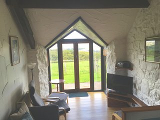 Chapel Barn - Chapel Barn - 2 bedroom cottage on a farm with enclosed garden. Do