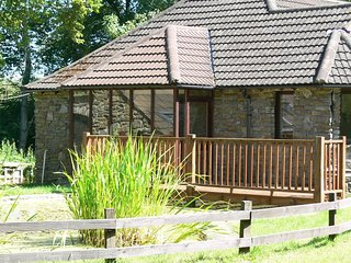 Barn Owl Lodge - Secluded 4 bedroom woodland cottage. Dogs welcome