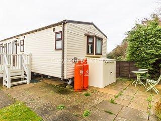 6 berth caravan at Manor Park Holiday Park in Norfolk. *Pets allowed. REF 23072S
