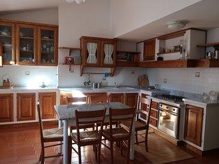 Appartamento trilocale campagna con giardino in collina toscana a 8' da Arezzo